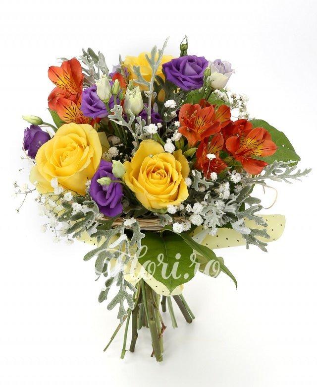 3 trandafiri galbeni, 5 lisianthus mov, 2 alstroemeria portocalii, 1 gypsophila, 5 senecio, verdeață