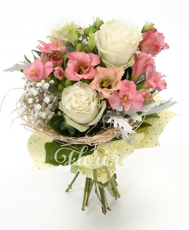 3 trandafiri albi, 3 alstroemeria roz, 3 lisianthus alb, 3 hypericum verde, verdeață