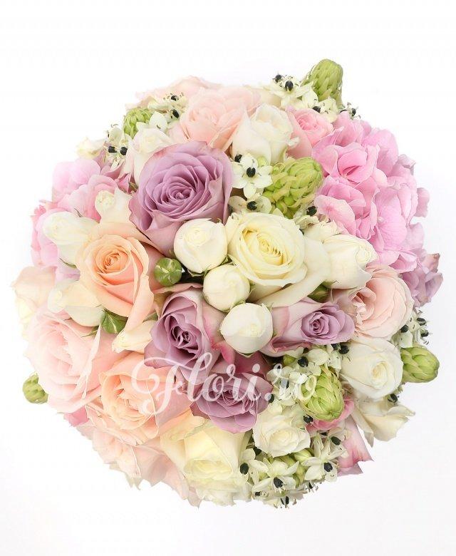 10 trandafiri pearl avalanche, 5 trandafiri roz, 5 trandafiri albi, 5 trandafiri mov, 5 miniroze albe, 7 ornithogalum, 2 hortensii roz