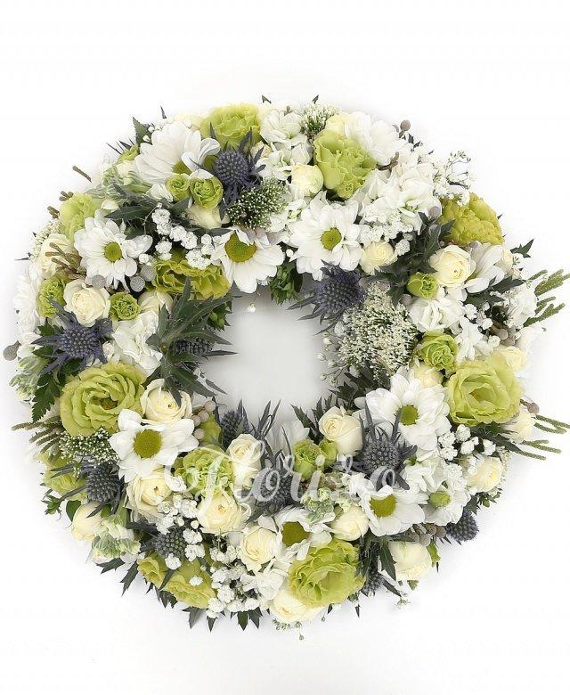 5 lisianthus verde, 10 matthiola, 5 eryngium, 5 crizanteme, brunia, 10 trachelium, 10 miniroze albe