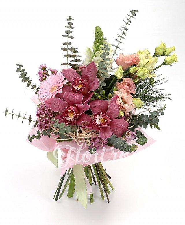 3 gerbera roz, 2 antirrhinum, 3 lisianthus, cymbidium, verdeață