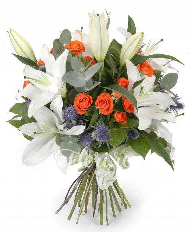 5 crini, 7 miniroze portocalii, 5 eryngium albastru, verdeață