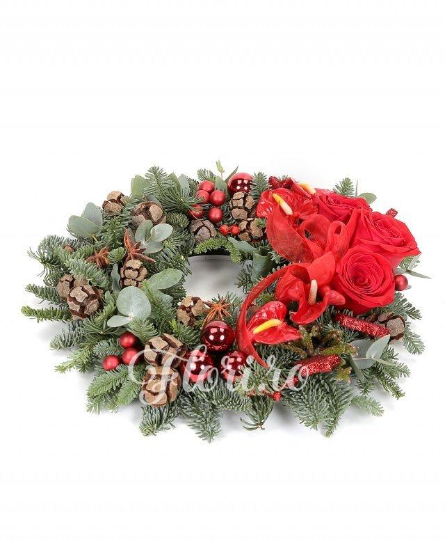 3 trandafiri roșii, 4 anthurium, brunia, verdeață, brad argintiu, decorațiuni crăciun