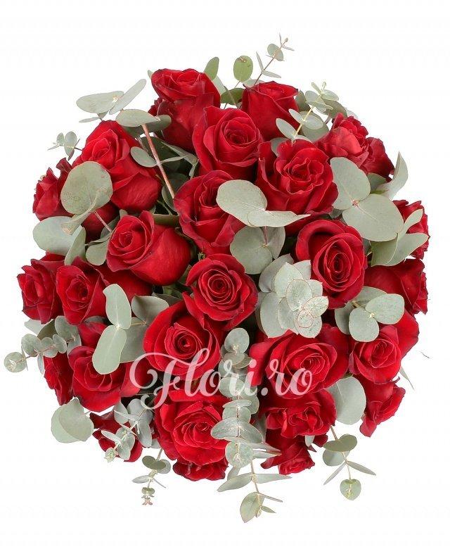 31 trandafiri roșii, verdeață, cutie