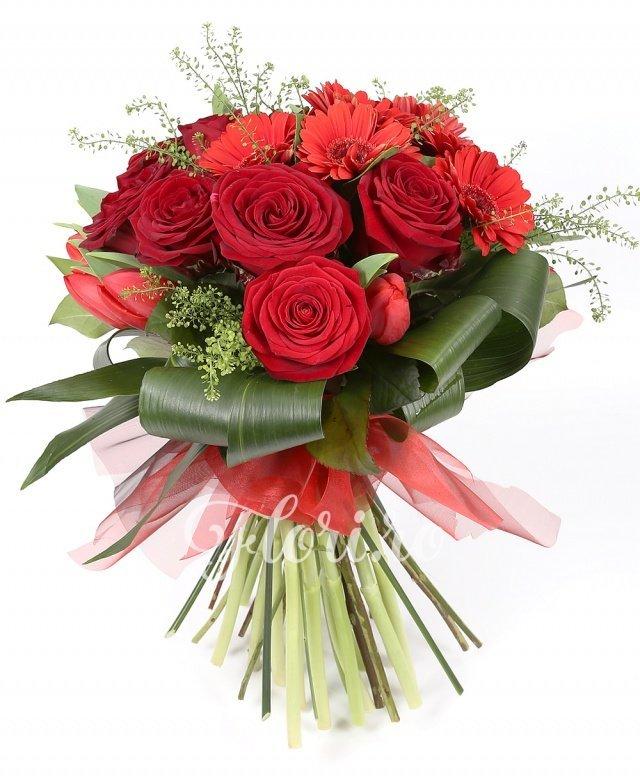 10 lalele roșii, 10 trandafiri roșii, 7 gerbera roșii, verdeață