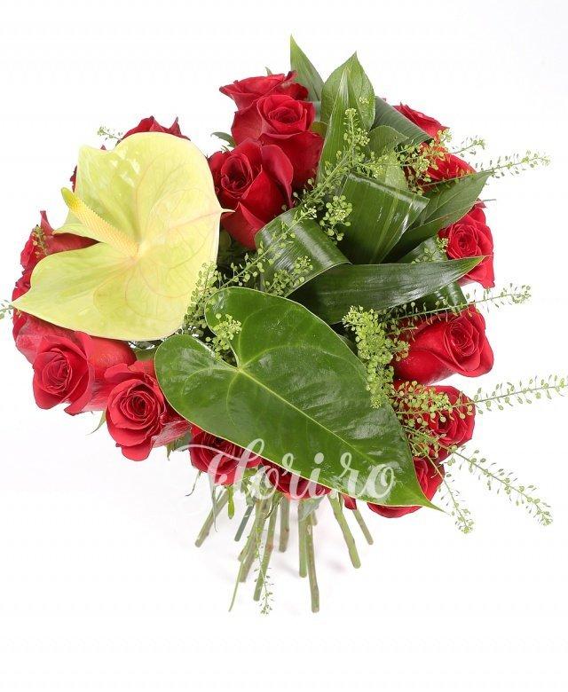 21 trandafiri roșii, anthurium, verdeață