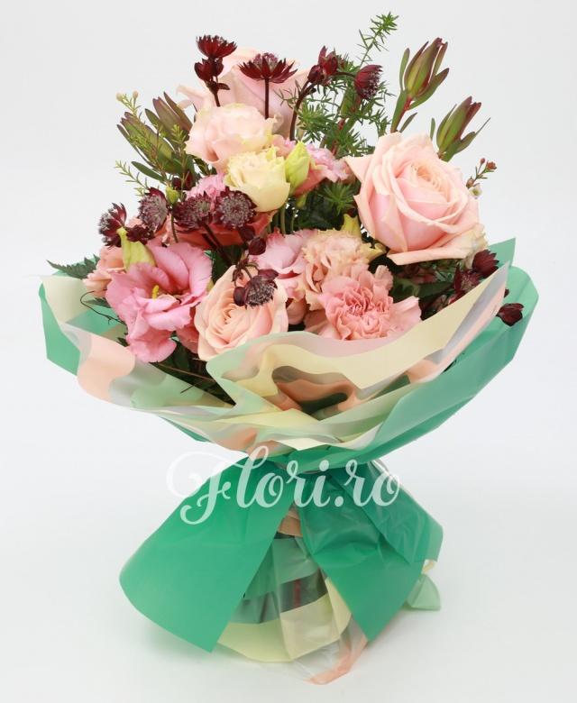 trandafiri roz, lisianthus roz, garoafe roz, leucadendron, verdeata