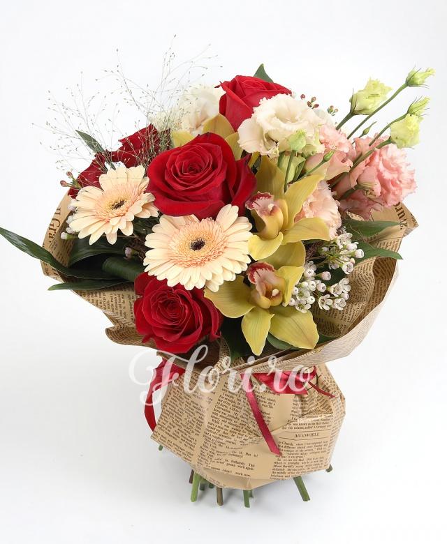 5 trandafiri roșii, 2 lisianthus roz, 2 gerbera crem, 3 garoafe  crem, cymbidium, verdeață
