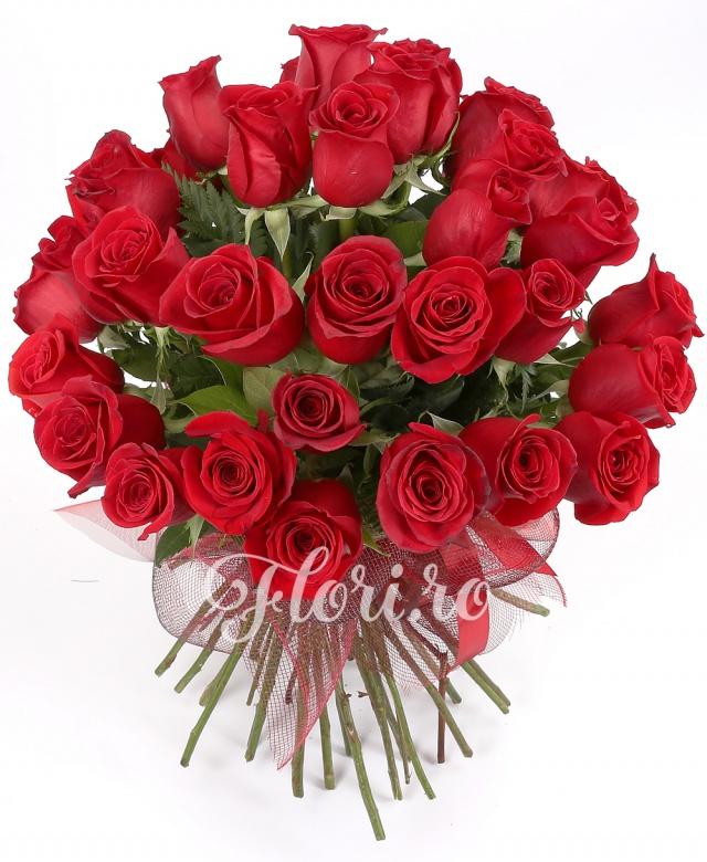 25 trandafiri roșii, verdeață