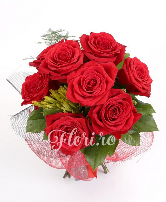 9 trandafiri roșii, verdeață