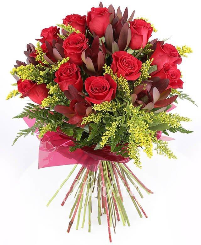 15 trandafiri roșii, 10 leucadendron, solidago