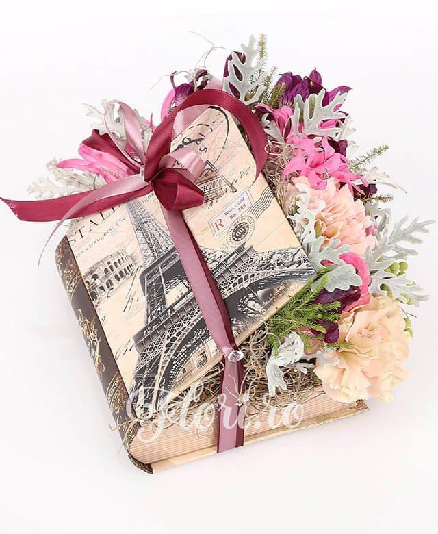 carte, 2 trandafiri roz, 3 garoafe, 3 alstroemeria mov, 3 brunia, 2 nerine, sticky, tillandsia