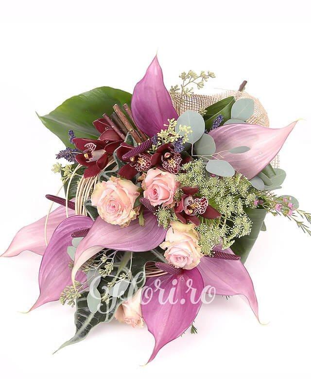 trandafiri roz,  anthurium mov,  trachelium alb,  cymbidium grena, lavanda, waxflower, verdeață, curly