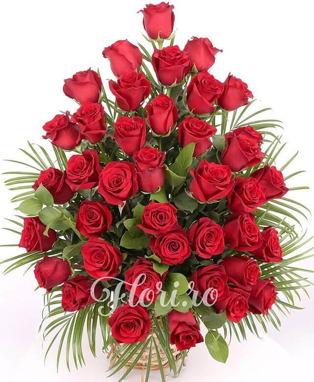 coș, 39 trandafiri, verdeață