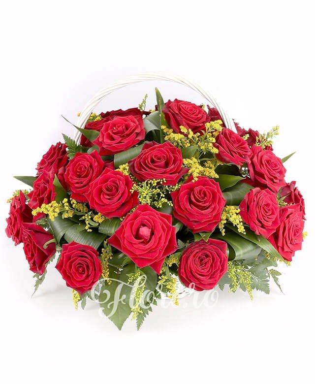 coș, 23 trandafiri roșii, solidago, verdeață