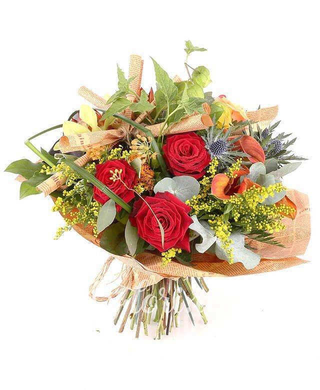 3 trandafiri roșii, 3 cale portocalii, 3 trandafiri portocalii, 3 asclepias portocaliu, 2 eringium, 2 pisalis, 1 cymbidium verde, solidago