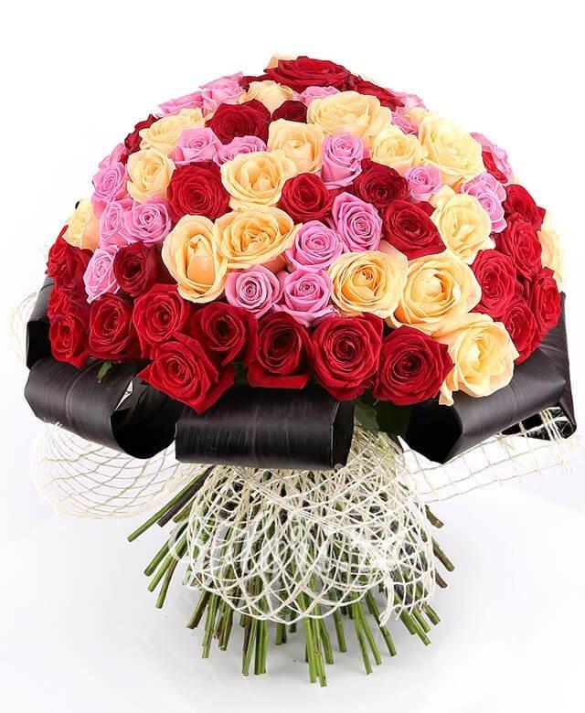35 trandafiri roșii, 33 trandafiri roz, 33 trandafiri banan