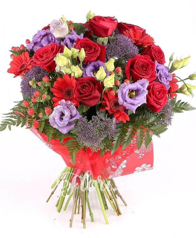 9 trandafiri roșii, 5 gerbera roșie, 5 lisianthus mov, 5 hypericum roșu, 5 trachelium mov